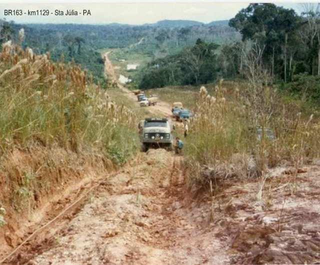 Fotografias mostram a rotina dos caminhoneiros na BR-163