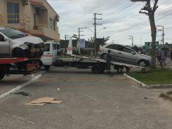 acidente-tican-carros-capotamento