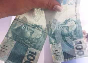 Nota falsa de R$ 100 é recebida em restaurante da Praia dos Ingleses