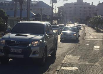 Lentidão de veículos na Rua Mercúrio | Foto: Emanuel Soares / Jornal Conexão Comunidade
