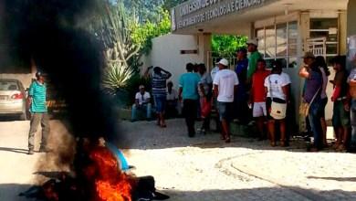 Photo of Funcionários terceirizados da Uneb protestam em Juazeiro
