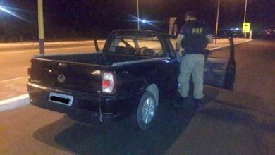 Photo of PRF detém dupla por adulterar placa de carro com fita isolante em Capim Grosso