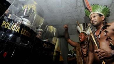 Photo of Índios fazem manifestação e tentam invadir a Câmara dos Deputados