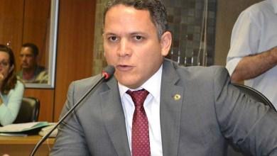 Photo of Mensagem do governo é que estudar não merece mérito, diz Pablo Barrozo