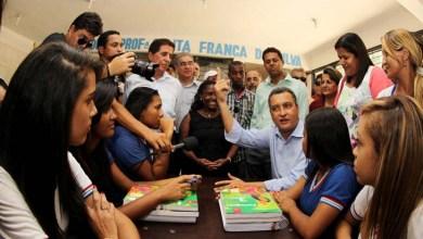 Photo of Rui Costa muda roteiro e atende a demandas de estudantes em Feira de Santana; veja resposta em vídeo