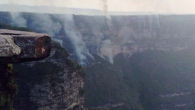 Photo of Fogo volta a ficar fora de controle e ameaça residências e trilhas na Chapada Diamantina; Fumaça interditada