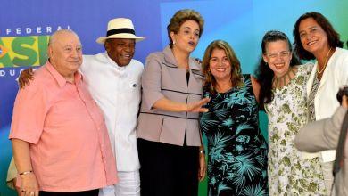 Photo of Brasil: Intelectuais e artistas manifestam apoio ao governo Dilma Rousseff