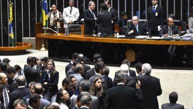 Photo of Em meio à crise, Câmara Federal aprova urgência para projeto de reajuste do Judiciário