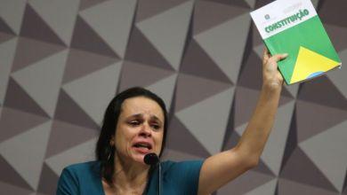 Photo of Advogada Janaína Paschoal rebate críticas e diz na comissão do impeachment que não é tucana