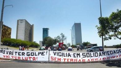 Photo of Esquema de segurança montado em Brasília cria um muro dividindo os grupos pró e contra o impeachment