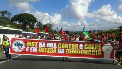 Photo of Salvador: Manifestantes bloqueiam via e devem seguir para virgília no Farol da Barra
