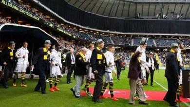 Photo of Mundo: Clube de futebol sueco substitui crianças por idosos na entrada do time em campo