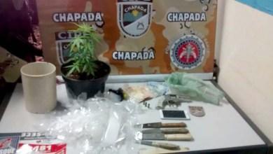 Photo of Chapada: Polícia apreende armas e drogas em ponto de tráfico em Utinga; homem morre em confronto