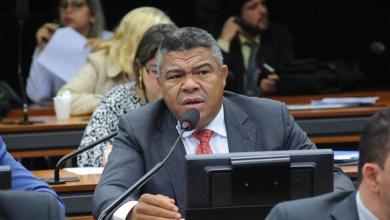 """Photo of Deputado federal critica situação do país 'pós-golpe': """"Os pobres estão pagando a conta"""""""