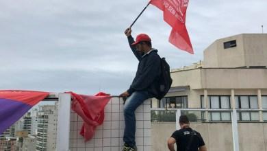 Photo of #Brasil: Integrantes do MTST e Povo Sem Medo deixam triplex no Guarujá após manhã de ocupação