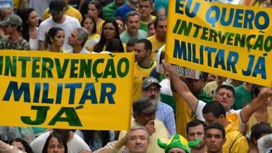 Photo of #Vídeos: Manifestantes aproveitam greve dos caminhoneiros e pedem intervenção militar