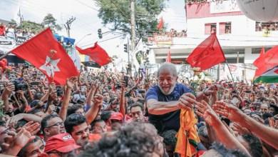 Photo of #Urgente: Juiz comunica à PF que Lula sairá nesta sexta da prisão; militantes aguardam o ex-presidente
