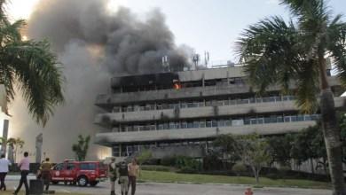 Photo of #Vídeo: Bombeiros atuam para conter incêndio de grandes proporções em prédio da Assembleia Legislativa da Bahia