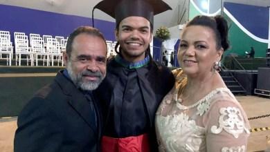 Photo of Chapada: Prefeito do município de Utinga comemora vitória de filho em vestibular da UNB