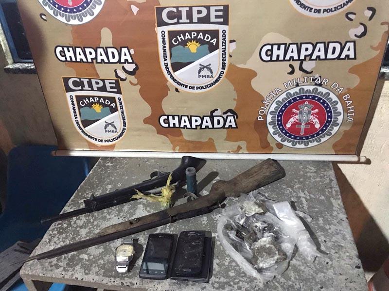 Chapada: Cipe encontra armas de fogo no telhado da casa de suspeito no município de Wagner