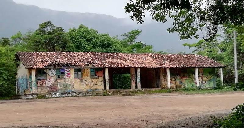 Chapada: População faz mobilização para revitalizar prédio antigo de escola no Vale do Capão
