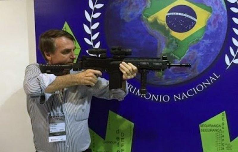 #Brasil: Presidente Bolsonaro assina decreto que flexibiliza a posse de armas no país