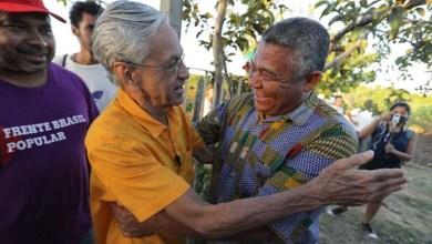 Photo of Valmir e Caetano Veloso debatem reforma agrária e acesso a tecnologias em assentamento