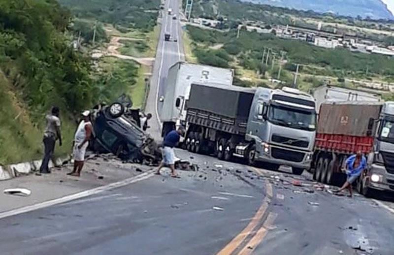 #Bahia: Uma pessoa morre e outra fica ferida em acidente envolvendo quatro veículos em Milagres
