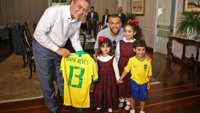 Photo of #Vídeo: Governador Rui Costa recebe o baiano Daniel Alves após título da Copa América