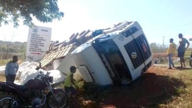 Photo of Chapada: Motorista e passageiro ficam feridos após caminhão tombar na região de Utinga