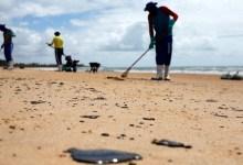 Photo of #Bahia: Manchas de óleo diminuem no litoral baiano, segundo informações da Sema