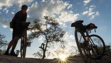 Photo of Casal de ciclistas que viaja pelo mundo cria guia da Serra do Espinhaço entre Minas Gerais e Bahia