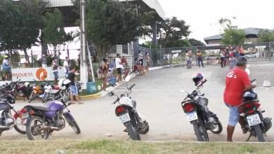 Photo of #Bahia: Funcionários demitidos em plena pandemia protestam em frente à fábrica de calçados no município de Ipirá