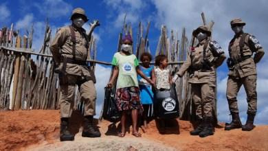 Photo of #Chapada: PMs usam parte do prêmio por desempenho para comprar donativos e doar à população de Lajedinho