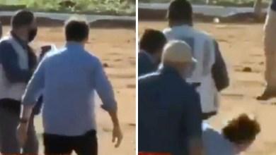 Photo of #Vídeo: Bolsonaro leva tombo após chegar à inauguração do hospital de campanha em Goiás