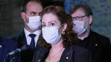 """Photo of #Polêmica: Deputada bolsonarista, que não é médica nem cientista, questiona uso de máscara; """"Basta andar com o exame"""""""