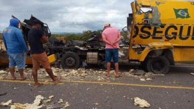 Photo of #Bahia: Carro-forte é explodido e se parte ao meio em tentativa de assalto na BA-210 na região do município de Glória