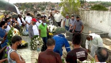 Photo of #Bahia: Professor Jorge Portugal é enterrado sob aplausos e chuva no município de Santo Amaro