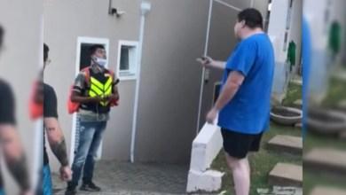 Photo of #Brasil: Defesa de motoboy humilhado em condomínio faz representação por injúria racial contra morador