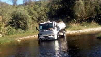 Photo of #Chapada: Caminhão-pipa é flagrado por moradores sendo lavado por homens em rio de Palmeiras
