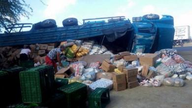 Photo of #Chapada: Caminhão carregado de alimentos vira na região de Capim Grosso na saída para Jacobina