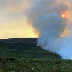 O combate na Chapada conta com cinco aviões fazendo o lançamento de água diretamente no fogo   FOTO: Divulgação/Dmitri de Igatu  