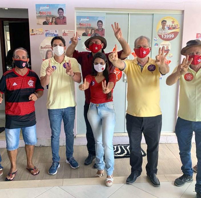 Candidatos ao lado de Marcelinho Veiga durante agenda em Ipecaetá - FOTO Divulgação