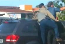 Photo of #Vídeo: Bolsonaro anda de porta aberta e corpo para fora do carro em meio a xingamentos e ofensas durante visita ao Amapá