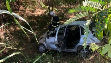 Photo of #Chapada: Bombeiros resgatam motorista que ficou presa às ferragens após carro tombar e cair em barranco na região de Wagner