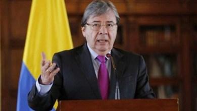 Photo of #Mundo: Ministro colombiano morre de pneumonia viral ligada à covid-19; país tem quase 52 mil óbitos
