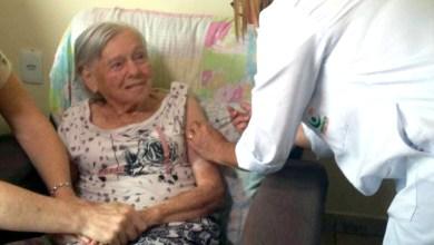 Photo of #Brasil: Mãe de Bolsonaro toma segunda dose da vacina CoronaVac, produzida pelo laboratório chinês Sinovac