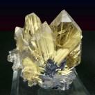 Cristal rutilado incrustrado em terras-raras
