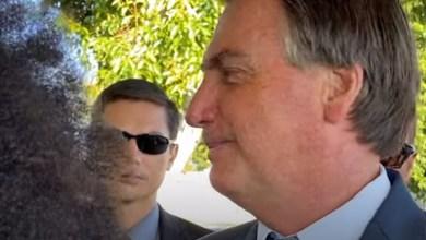 """Photo of #Vídeos: Bolsonaro faz piada racista com apoiador negro; """"Ô, cabelo duro. Tem piolho aí"""""""