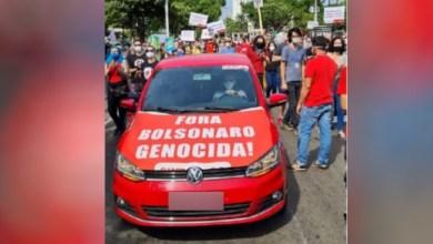 Photo of #Brasil: Professor é preso em Goiás por não retirar faixa com 'Fora Bolsonaro Genocida' de seu carro